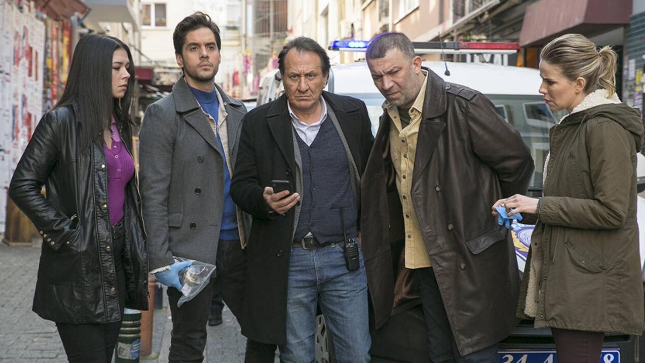 Arka Sokaklar dizisinden 7 oyuncu birden ayrıldığını açıkladı! Arka Sokaklar dizisi yeni sezon başrol oyuncuları belli oldu...