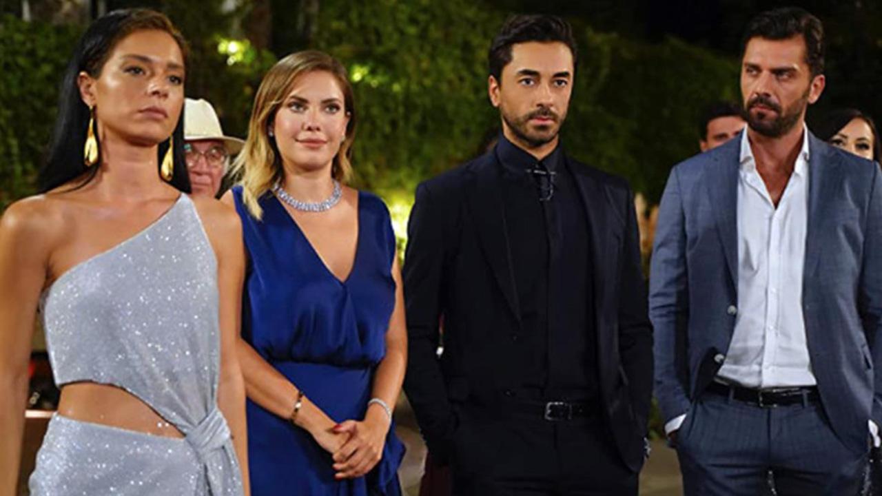 Yasak Elma dizisinin Zehra'sı dizinin 2. yönetmeniyle yasak aşk yaşarken yakalandı!
