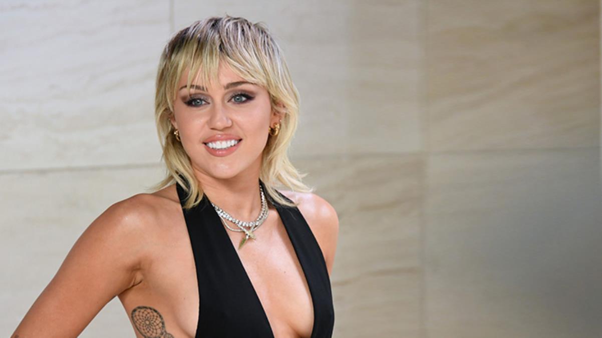 Ünlü Şarkıcı Miley Cyrus'tan ilk cinsel ilişki itirafı! Hemcinsleriyle ilişki yapmış...