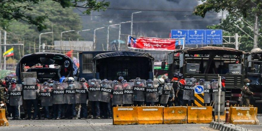 Myanmar güvenlik güçleri 38 darbe karşıtı protestocuyu öldürdü!