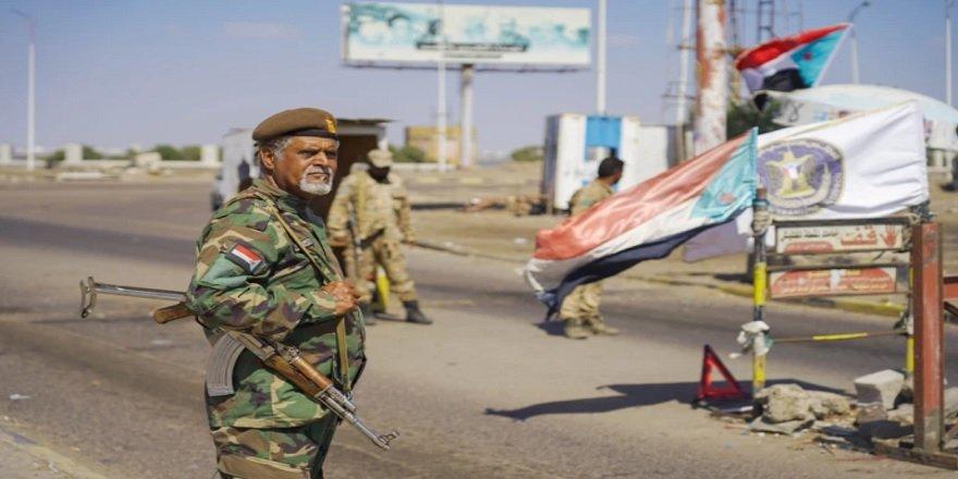 Yemen'in Aden Kentinde Protestocular, Cumhurbaşkanlığı Sarayına Saldırdı