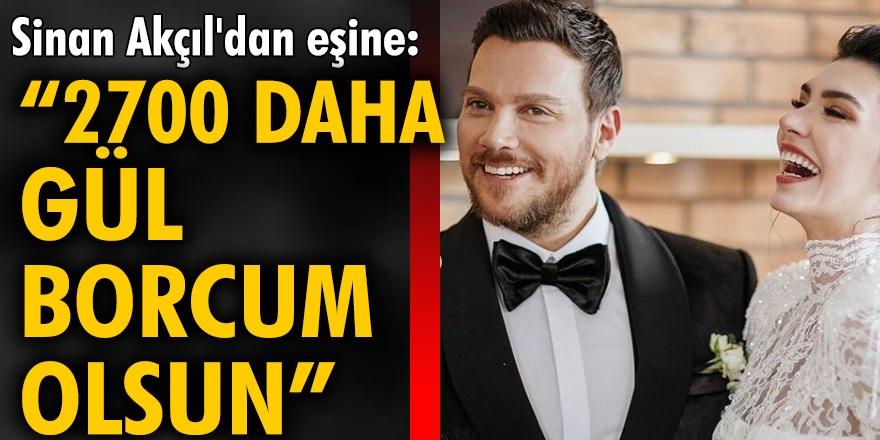 """Şarkıcı Akçıl, eşi Burcu Kıratlı'ya evlilik yıl dönümünde 300 tane kırmızı gül gönderdi! """"2700 daha Gül borcum olsun"""""""