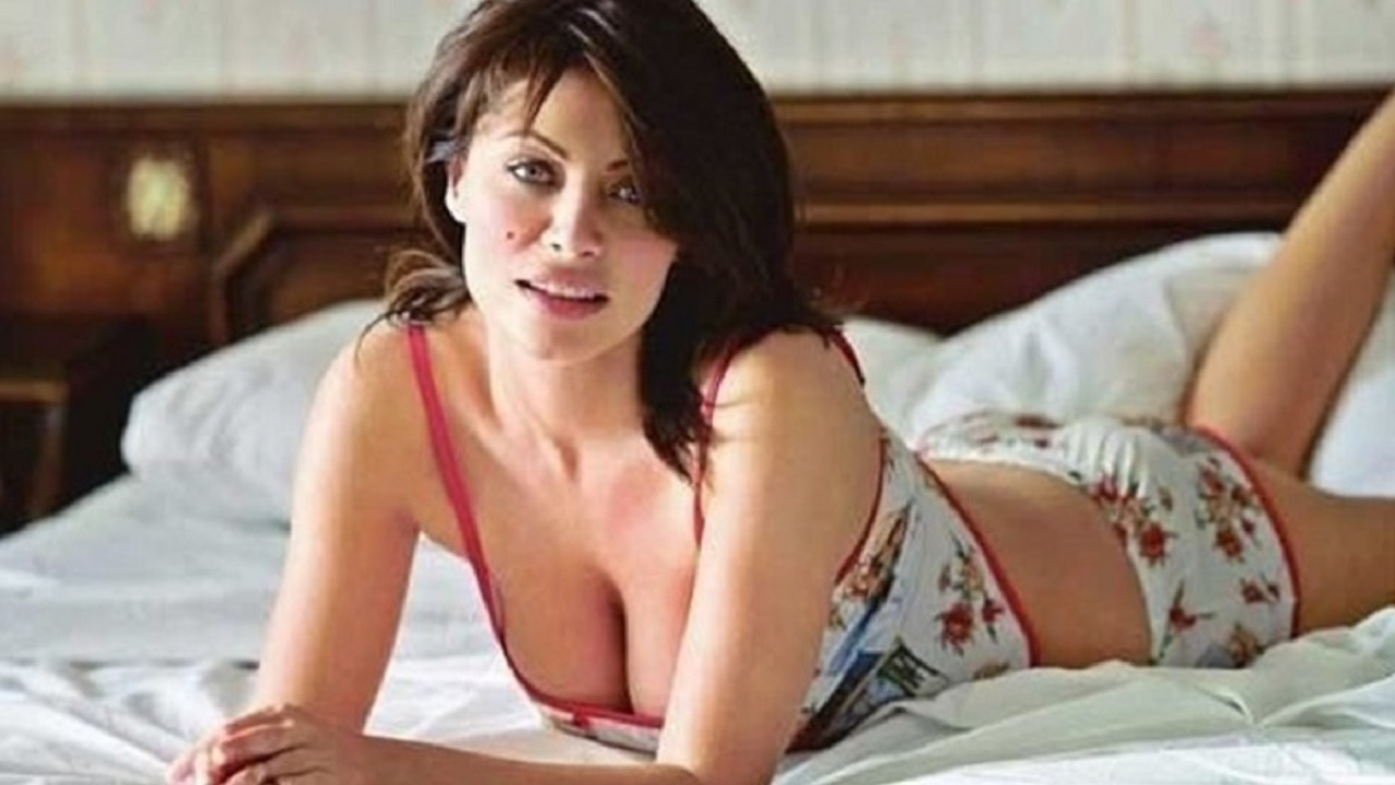 Güzel Oyuncu Seray Sever'in genç eşiyle yatak pozunu paylaştı! Herkes aynı detaya takıldı...